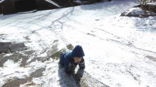 雪 1歳 子供 遊ぶ ハイハイ