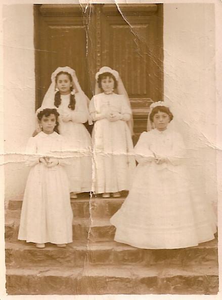 1957. Comunión de pili, Raquel, Toyi y Charo.