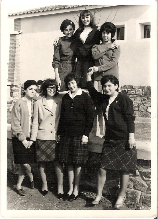 Mercedes, Celia, Charo, Isa, Encarna y Maritrini.