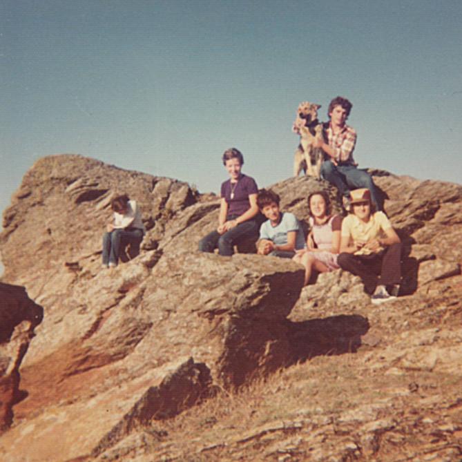 Agosto 1976. Javier, Asun, Manolo, Laura, Lourdes y Jorge.
