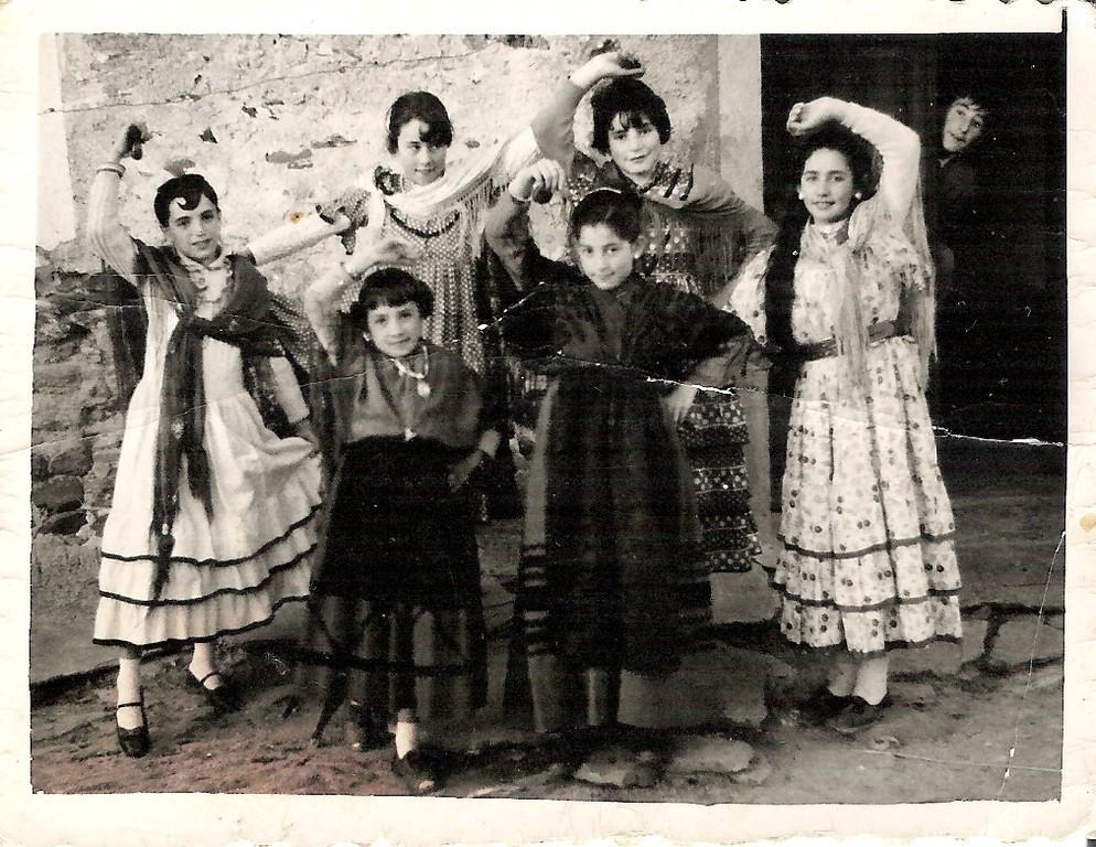 Charo, Isa, Maritrini, Pili, Celia y Mariano (1959)
