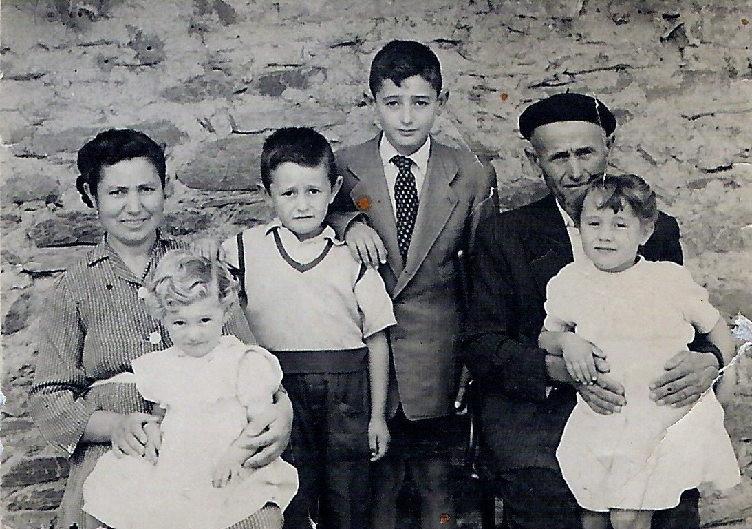 Tomasa González, Mª Teresa, Isidoro, Doroteo, Mª Isabel y Emilio de Frutos