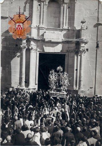 Salida de la antigua imagen de la Virgen del Remedio de la iglesia