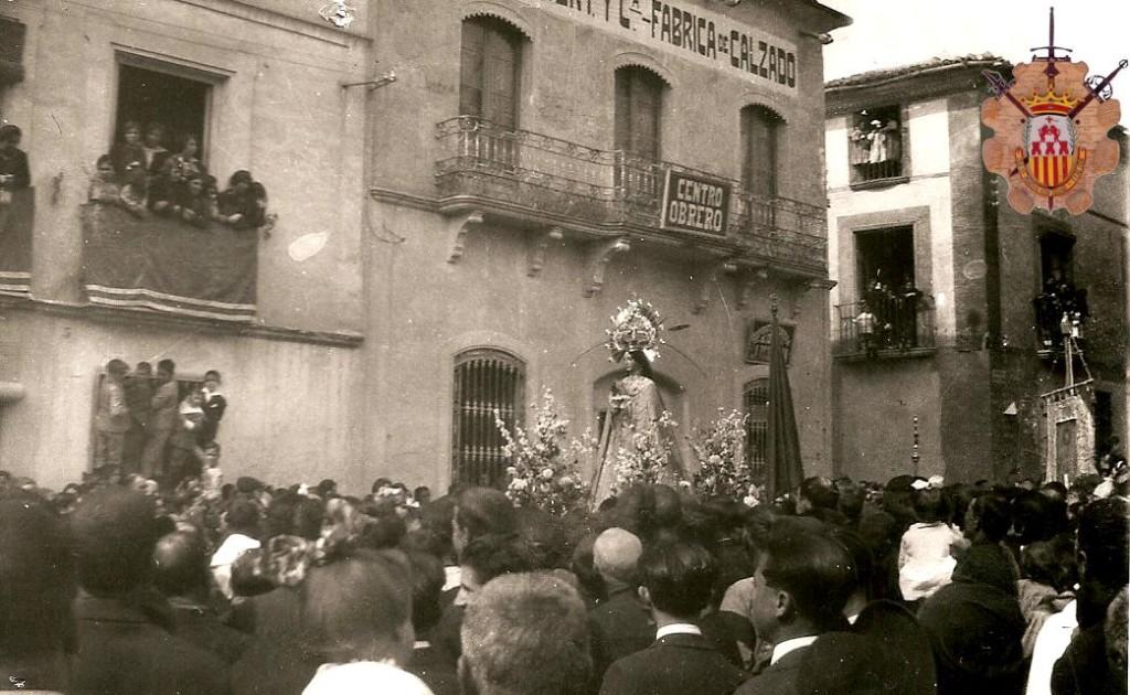 Antigua imagen de la Virgen del Remedio por las calles de monovar