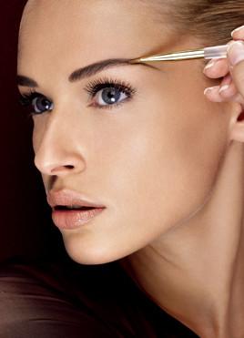 Augenbrauendesign mit Beauty Harmony - Martina Zandron München