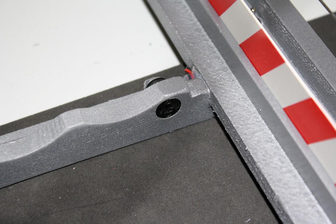 Verkleben der Lautsprecherkupplung für Stromverbindung der LED's....