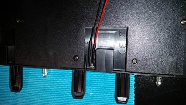 LED einsetzen und mit Heißkleber fixieren