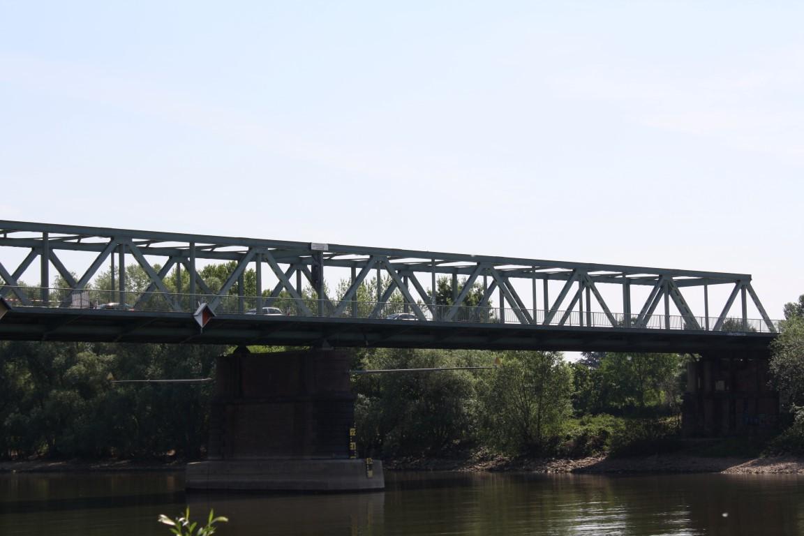 Die Vorlage war die Mainbrücke zwischen Kostheim und Gustavsburg