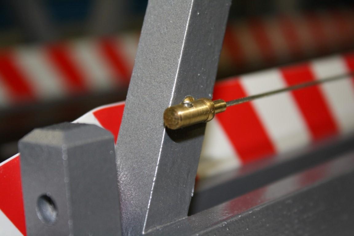 Verschrauben vom Stahlseilende....