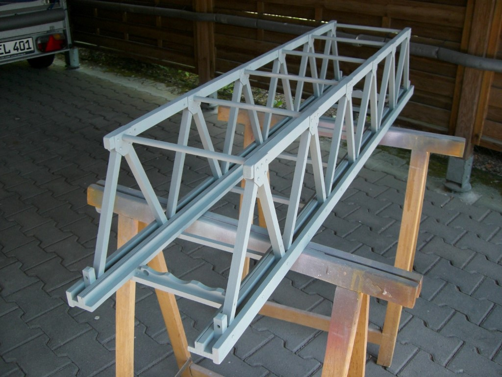 Grundieren der Brückenkonstruktion....