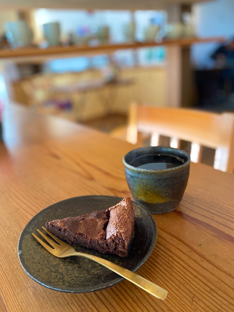 梵恩舎の珈琲と、イタリアの生チョコをふんだんに使用したガトーショコラ
