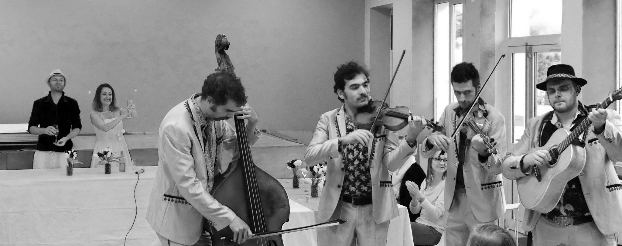 Une version avec le groupe Aalma Dili