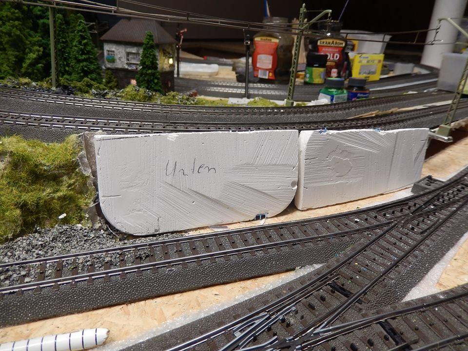Hier unser Standort der Mauer , die Platten kann man einfach mit einer kleinen Säge schneiden