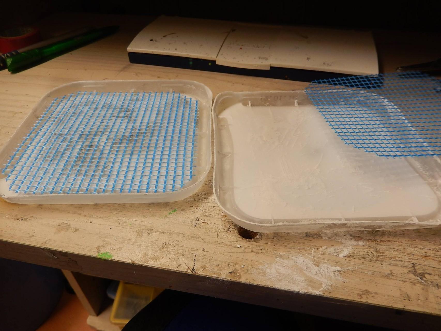 Herstellung von Gipsplatten verstärkt durch Gewebe