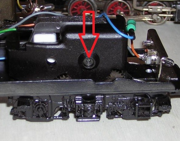 """Ankerlager Märklin Trommelkollektor (Hochleistungsantrieb HLA """"6090"""" \ 5 pol Anker"""") """"Seite 2"""" – ein Tröpfchen Öl (wenn dieses Lager trocken ist und ein Tröpfchen Öl benötigt, ist dies deutlich zu hören, meist begleitet von einem stockendem Fahrverhalten)"""
