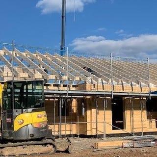 Blockhaus Rohbau ist fertig - Dachdecker können kommen - Ebenerdiges Blockhaus aus Finnland - Finnische Holzhäuser - Holzhaus Bungalow