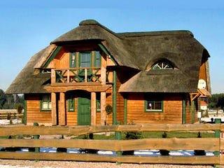 Architektenhaus - Holzhaus in echter Blockbauweise - Reetdachhaus -  Landhaus - Blockhaus - Niedersachsen - Hamburg - Reiterhof