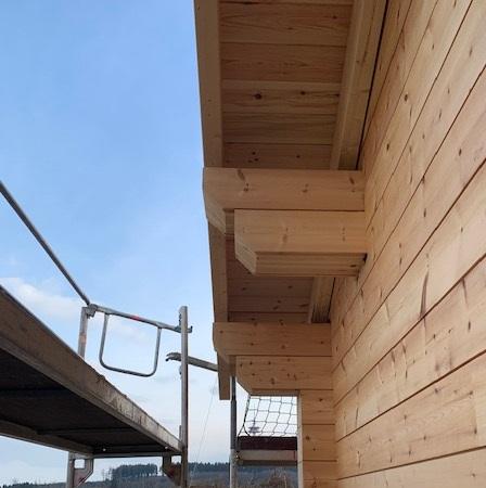 Holzhaus in massiver Blockbauweise - Traufe