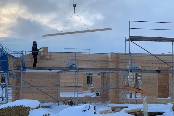 Blockhausbau - Montage mit Kran