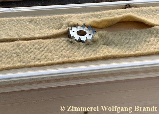 Massive formstabile und passgenaue Lamellenbalken mit 275 mm Dicke - Massivblockhaus - Massivholz - Dichtung  der Blockbohlen - Luft