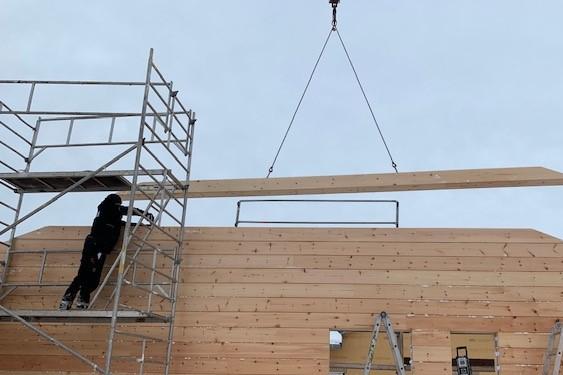 Hausbau - Holzbau - Blockhausbau - Baustelle - Montage - Bayern
