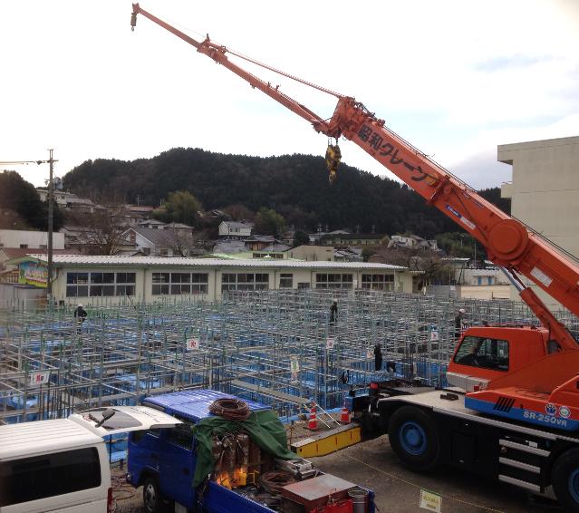 母校の多治見市立昭和小学校にて 体育館を作っています!