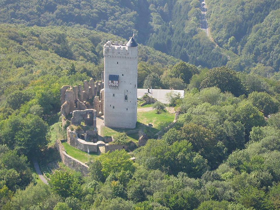 """Burg Olbrück [Urheber """"Tourist-Info Ferienregion Laacher See""""]"""
