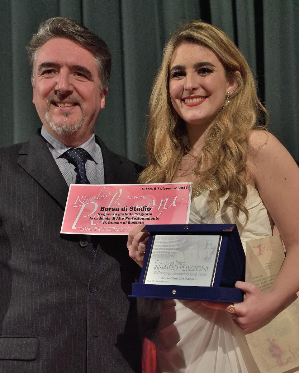 """Premio """"Giovane cantante più promettente""""  a Sofia Esparza Jauregui,  soprano"""