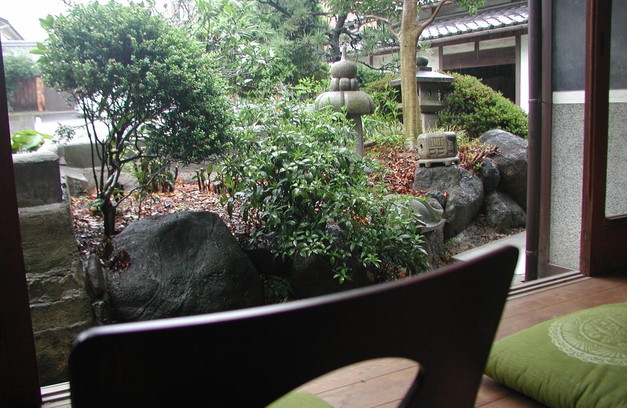 縁側からの眺め(村野隣)