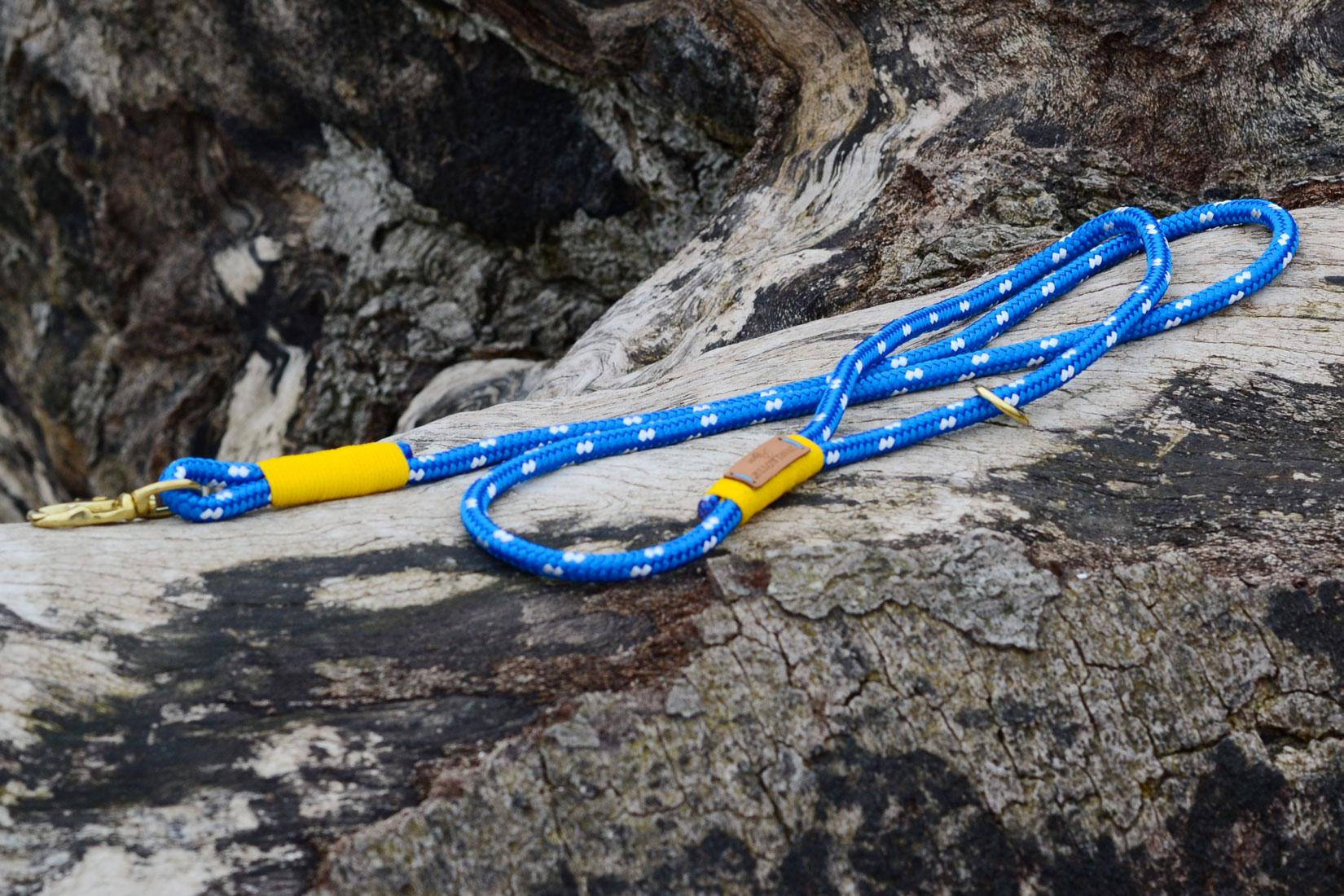 Maritime Hundeleine in regatta blau weiss mit fester Handschlaufe für den Stadtbummel