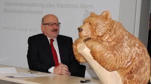 Steuerverwalter Bruno Knüsel an der letzten Medienkonferenz seiner 16-jährigen Amtszeit.