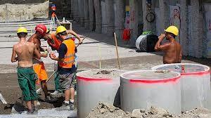 Für Bauarbeiter gibt es in der Schweiz eine gute Lösung für vorzeitige Pensionierungen.
