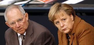 Deutschlands Finanzminister Wolfgang Schäuble und die Bundeskanzlerin Angela Merkel brauchen nicht das Volk zu fragen.