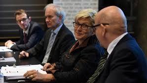 «Der Regierungsrat sieht keine andere geeignete Möglichkeit, eine ausreichende Gegenfinanzierung zusammenzustellen»,  sagte die Finanzdirektorin Beatrice Simon.