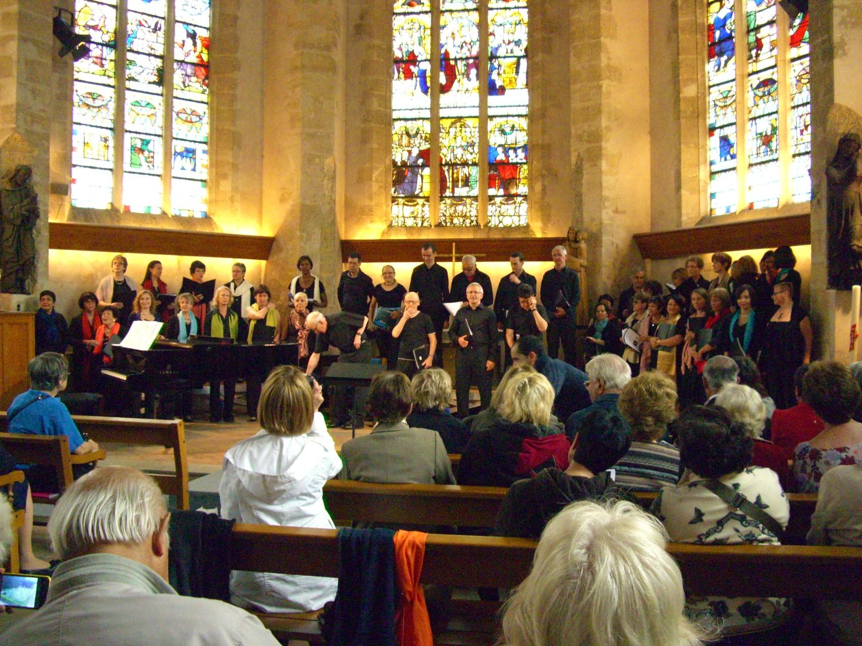 Concert à la Vieille Eglise avec Henri au centre