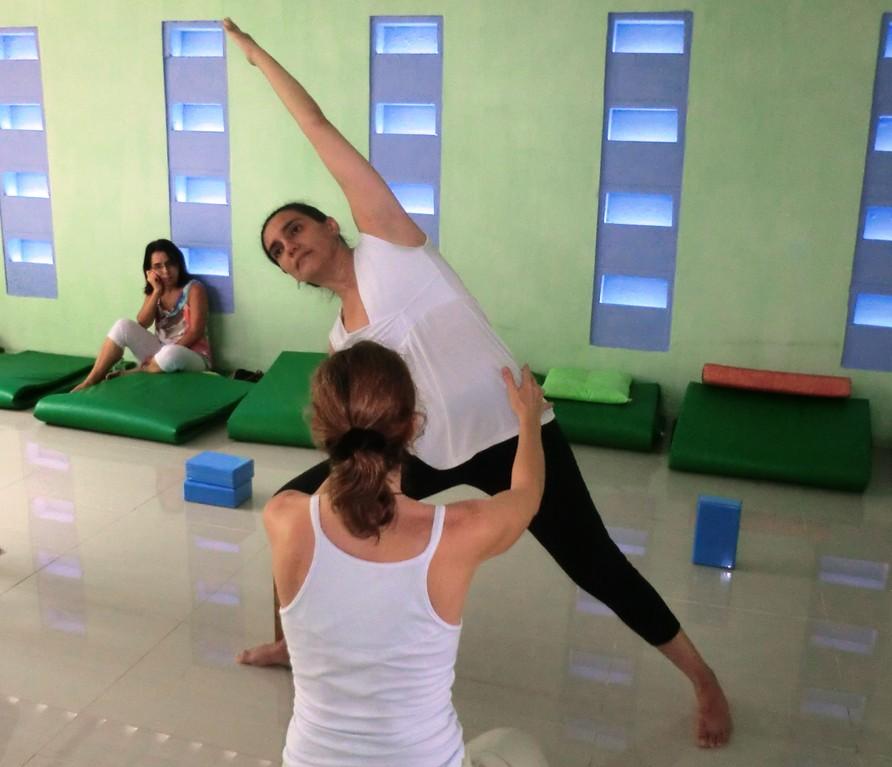 Aula de Yogasanas - Utthita Parsvottanasana