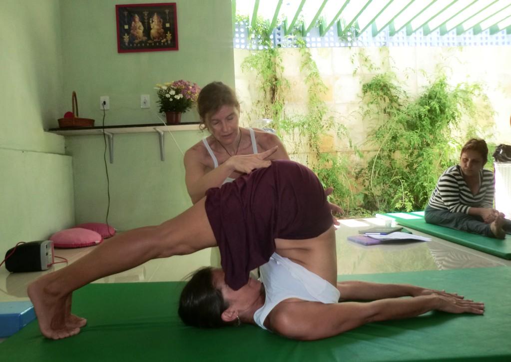 Aula de Yogasanas - Halasana
