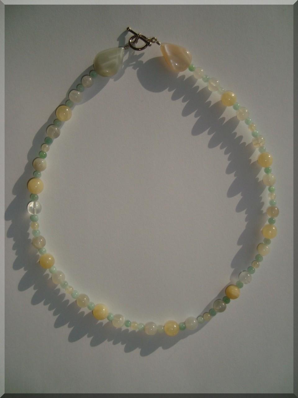 Edelstein Halskette. Mondstein, Amazonit und Calcit - Perlen.