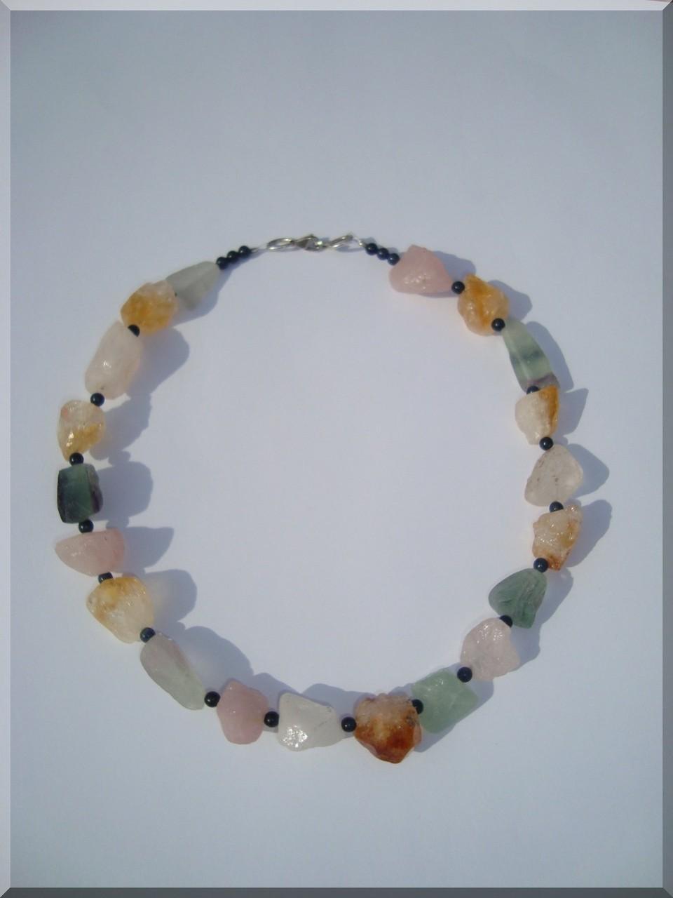Edelstein - Brocken Halskette mit Dumortierit Perlen.