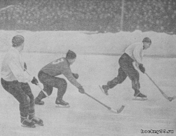 Шаповалов , Чигрин, Флейшер. 1955 (динамовцы - в белых рубашках)