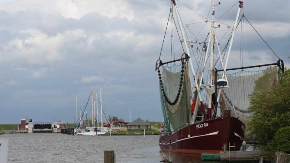 Fischerboot im Vareler Hafen