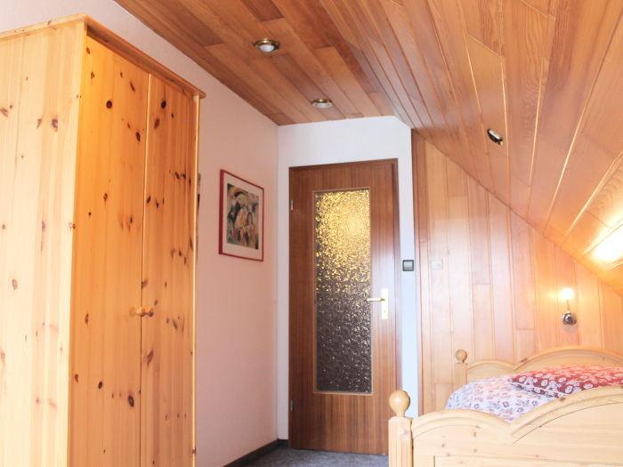 1. Zimmer im Dachgeschoss