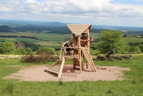 Der Keltenspielplatz an der Hümpfershäuser Wanderhütte ist ein beliebtes Ausflugsziel und bietet zudem einen wunderbaren Ausblick.