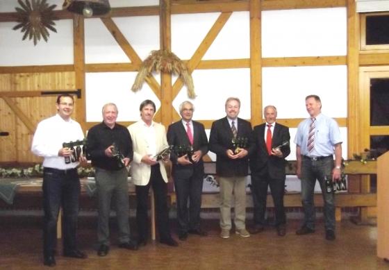 (v. l. n. r.: Martin Henkel (stellv. Vorsitzender), Günther Rudloff, Peter Spieß, Peter Casper (Schatzmeister), Manfred Grob (Vorsitzender), Herbert Romeis, Klaus Thielemann