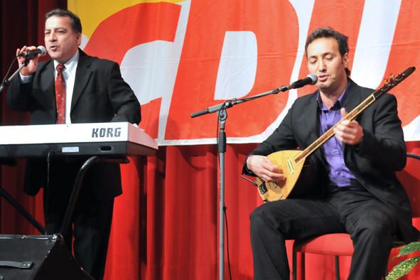 Musikalisch begleiteten Hüseyin Kaplan und Nazim Karakaya die Veranstaltung