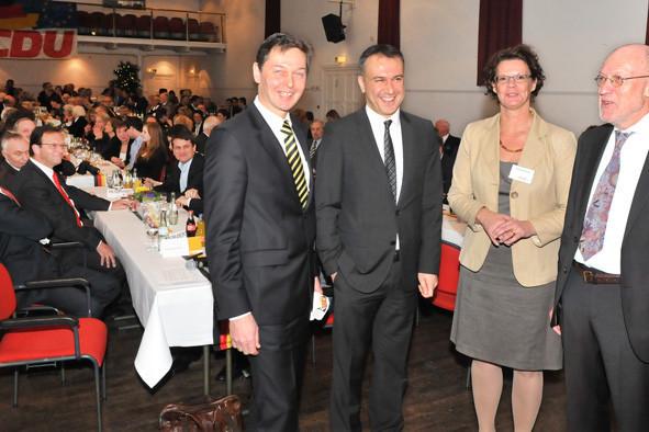 v. l. n. r.: Bürgermeister Harald Lenßen, Bülent Arslan (Vorsitzender des Deutsch-Türkischen Forums der CDU), Claudia Schmidt (Kreistagsabgeordnete und stv. Parteivorsitzende des CDU Stadtverbandes Neukirchen-Vluyn), Klaus Plonka (Parteivorsitzender)