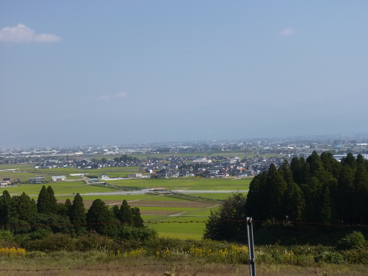 「丘の夢牧場」から富山市を望む