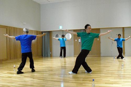 八卦掌の走圏 站樁と同じく東洋的な姿勢を維持しながら円形を歩く練習法