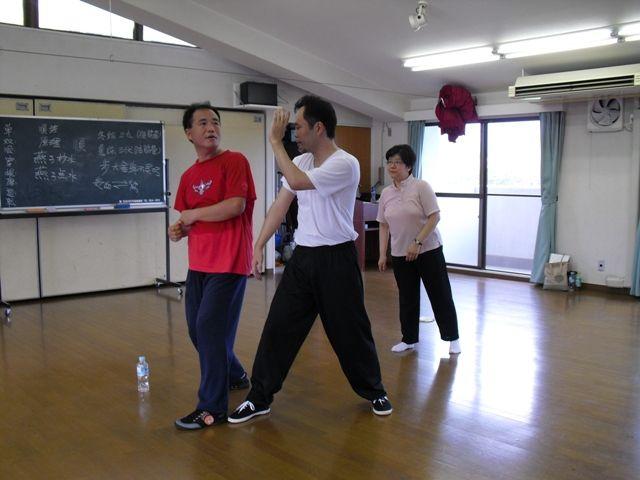 李保華老師の反背捶の指導風景の写真です。