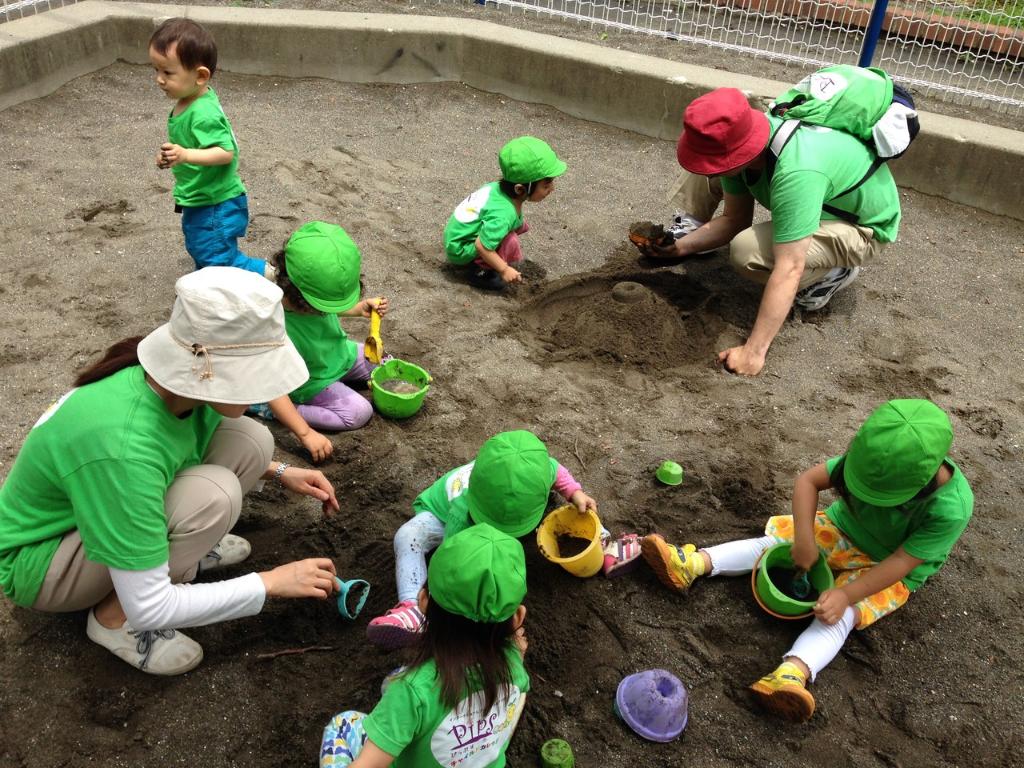 公園での砂遊び!